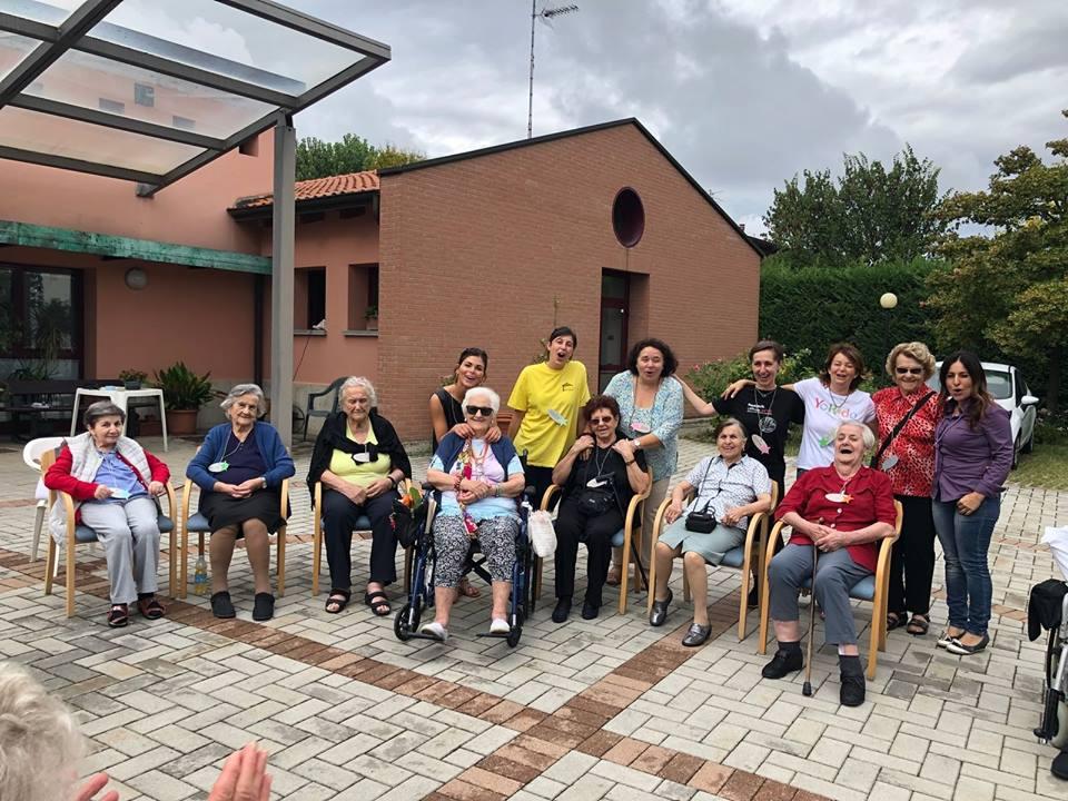 Lo Yoga Della Risata Arriva A Casa Cervi Un Arma In Piu Per La Salute E Il Benessere Degli Anziani Comune Di Albinea